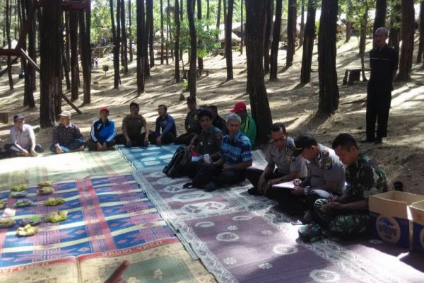 Capacity building with local communities